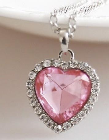 a21abe5583cb Børne halskæde  lyserødt hjerte  sød halskæde til piger med et hjerte