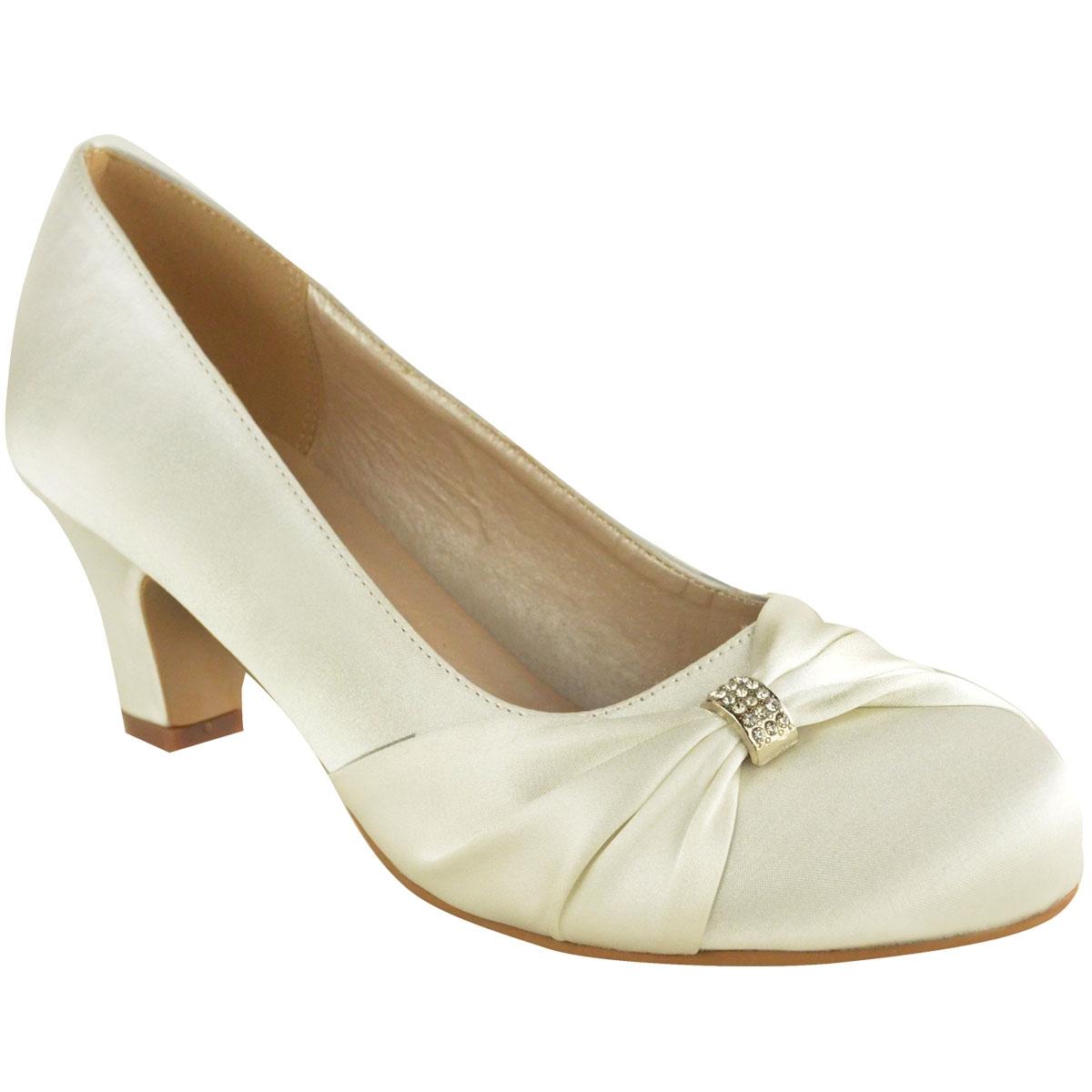 e1234fd7 Liva satin festsko, ivory: Søde satin sko i ivory med en lille hæl ...